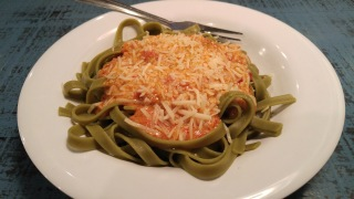 Spinach Fettuccine with Roasted Red Pepper Sauce